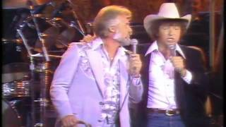Kenny Rogers & Mac Davis - Hard To Be Humble LIVE
