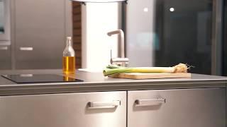 Window, la cucina in acciaio che si adatta agli spazi