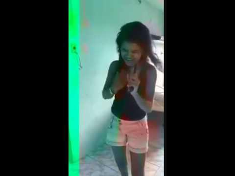 Mujer abotonada con perro video