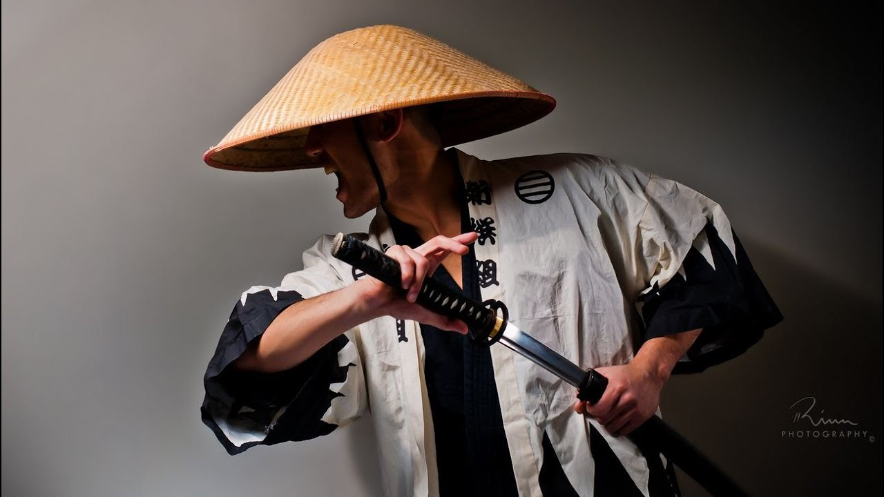 картинка китаец с кругом за спиной классике растяжке ведет