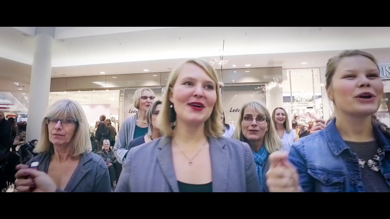 Christmas Gospel Flashmob moves people to tears in shopping mall ...