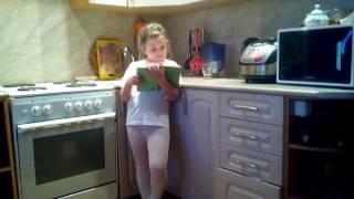 Как моя сестра делает уроки.