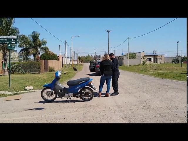 Choque entre auto y moto