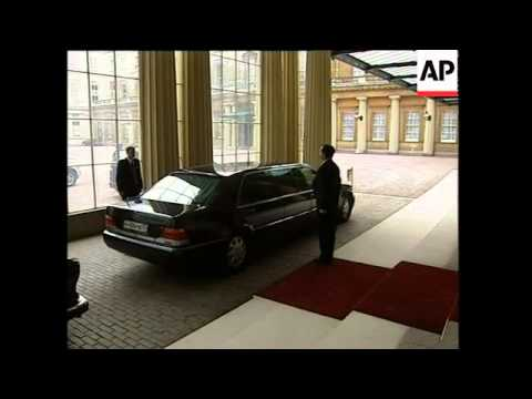 Putin's farewell to the Queen at end of state visit