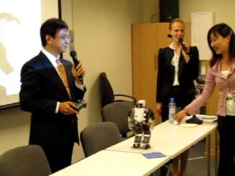 Humanoid robot Robovie-X demonstration (Vstone) in Russia