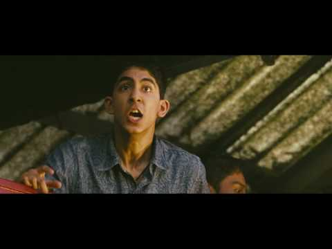 Slumdog Millionaire Film Clip - Latika At The Train Station