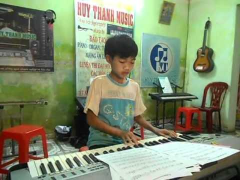 Huy Thanh Music - Em yeu anh nhu yeu cau vi dam - Hs Thanh Tung.mp4