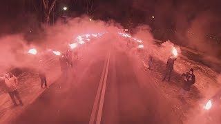Фаер-шоу фанатов «Зенита» перед матчем с «Фенербахче»: вид из автобуса команды
