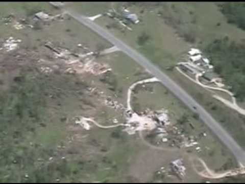 Missouri Gov. Matt Blunt checks out tornado damage