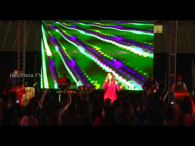Kanika Kapoor amazing live dhol songs performance makes audience dance from chairs