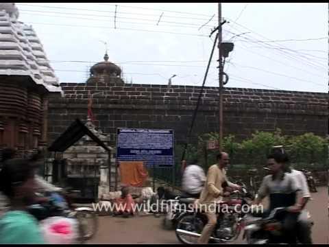 Traffic near Lingaraj Temple area in Bhubaneswar, Odisha