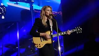 FAITH HILL . Wild one .  Dublin .   3Arena  . C2C