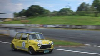 Classic Mini Cooper Racing (with pure engine sounds)