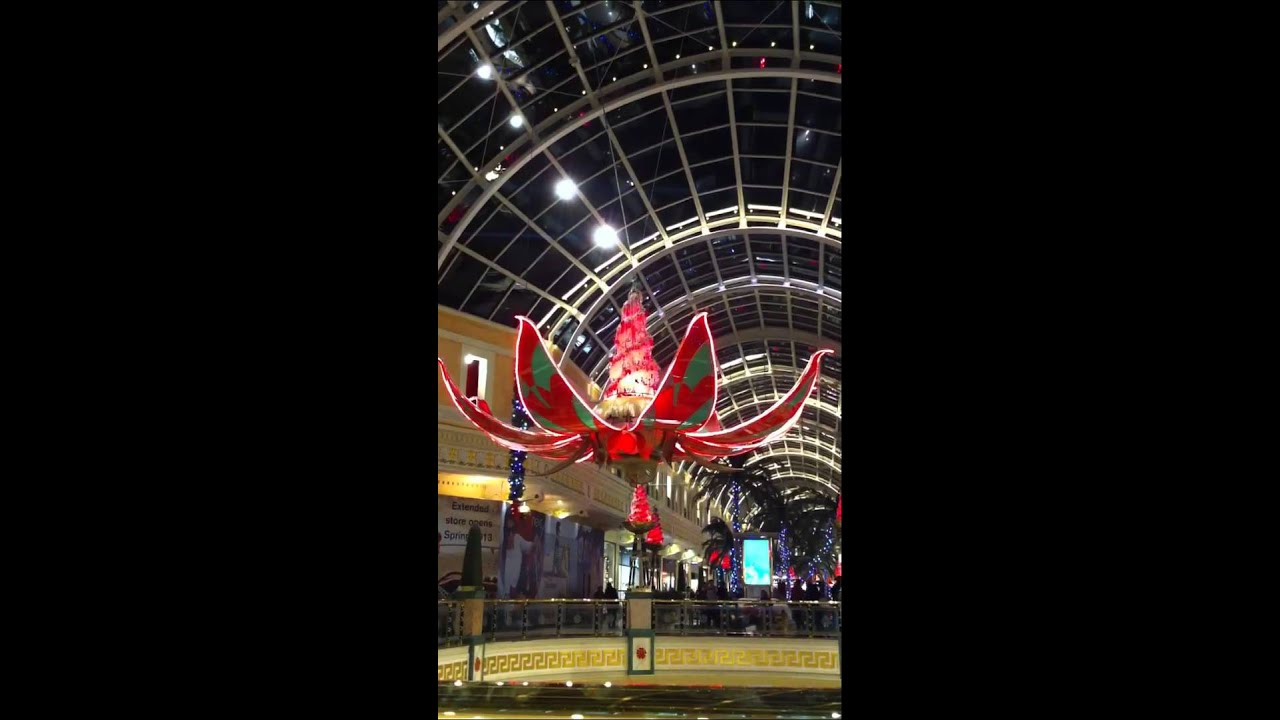 Cake Decorating Trafford Centre : Trafford centre Xmas 2012 decorations - YouTube