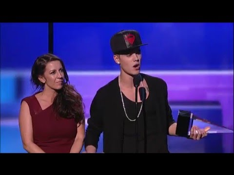Justin Bieber Wins Artist Of Year - AMA 2012