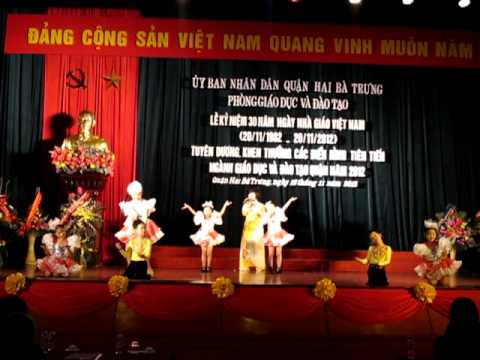 Thang nam hoc tro - co Thin cung top mua phu hoa