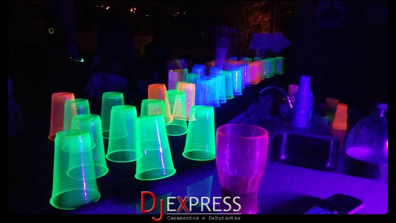 Festa neon copos coloridos