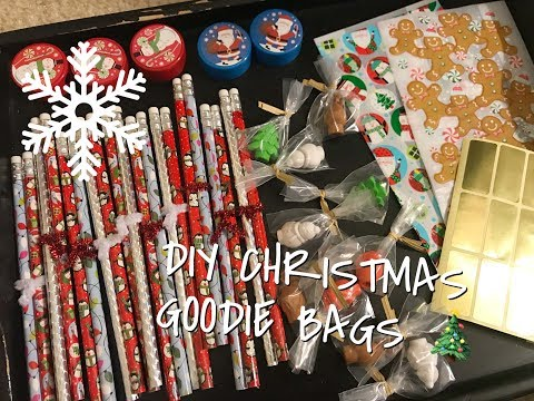 DIY HOLIDAY GOODIE BAGS FOR KIDS | Quick, Cheap, & Easy | DOLLAR TREE