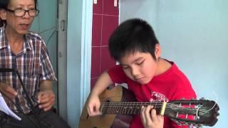 Em Ba khiem (9 tuoi) dem BOLERO HOA SU NHA NANG