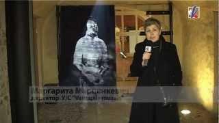 Посетителей замка Ливонского ордена встречает рыцарь(, 2013-02-28T09:45:09.000Z)