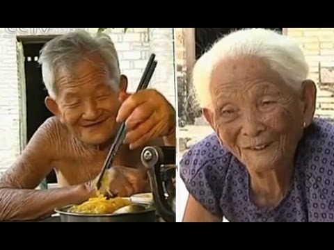 A centenarian couple and their simple life