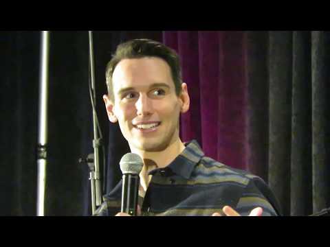 Cory Michael Smith talking Nygmobblepot at Gotham Con