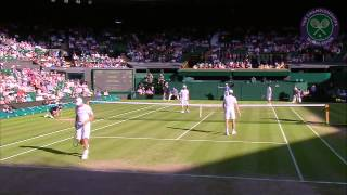 Бекхэм ловко поймал мяч на теннисном Уимблдонском турнире