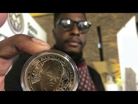 جنوب إفريقيا تصدر عملة ذهبية احتفالا بذكرى ميلاد مانديلا المئة…  - 20:21-2018 / 7 / 14