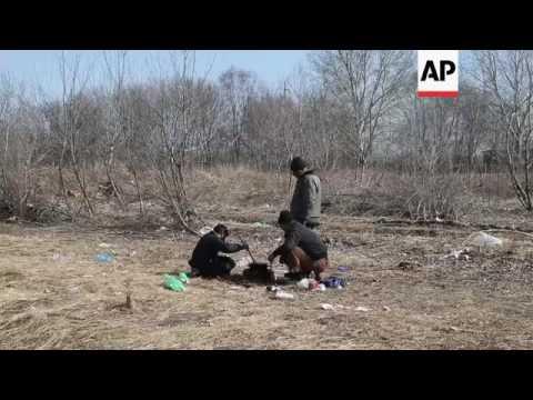 Migrants slam Hungary's new border fence