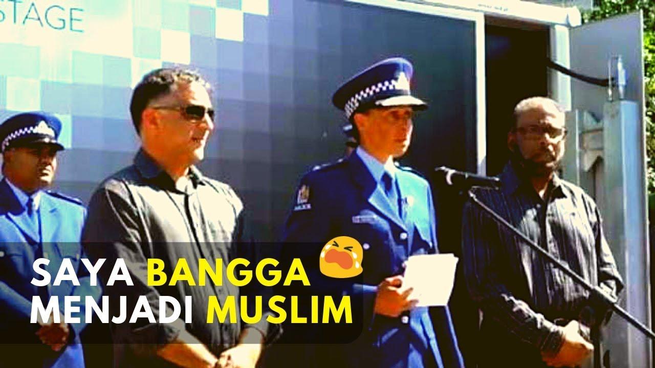 Muslim Selandia Baru Image: Muslim Kepala Polisi Selandia Baru Menahan Tangis Saat