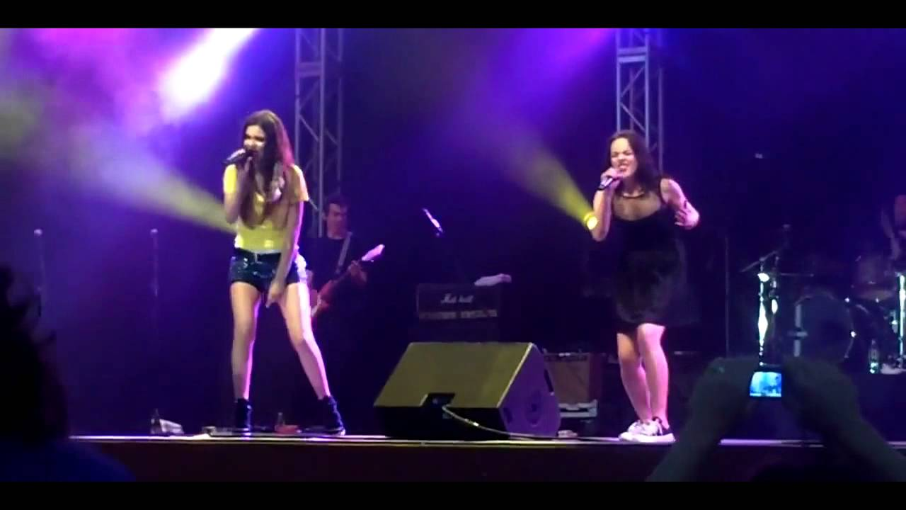 Download Take A Hint - Victoria Justice & Liz Gillies Live Summer Tour 2012 Full HD