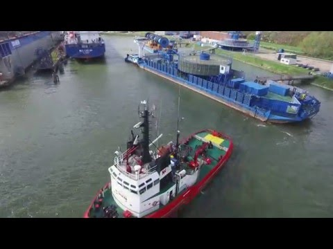 Departure cable barge Rotterdam