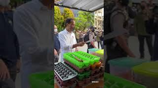 Download Presiden Jokowi Berikan Bantuan kepada Pedagang Kaki Lima, Tarakan, 19 Oktober 2021
