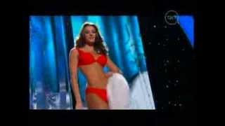 Nastassja Bolivar desfila en vestido de baño en Miss Universo 2013