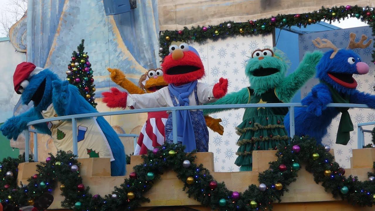 Busch Gardens Williamsburg Christmas Town 2019.Elmo S Christmas Wish Busch Gardens Williamsburg Christmas Town New Show 2018