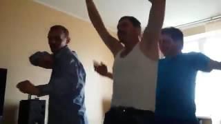 1 мая, Аркаша Кобяков зажигает дома)))