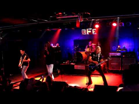Love N War performs at The BFE Rock Club in Houston (8/17/2012).MOV