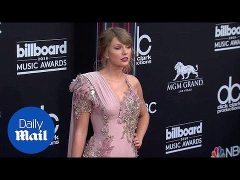 Taylor Swift is glamorous in lavender at the Billboard Awards - Daily Mail