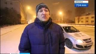 В Иркутске снова снегопад. Ночной уборке города мешают автомобили,