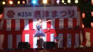超スレンダーボディで真夏の光線を熱唱する中澤裕子.