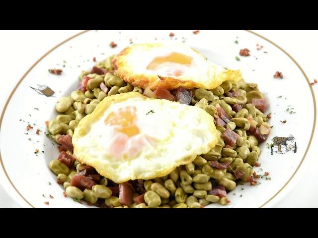 Habitas con jamón y huevos fritos