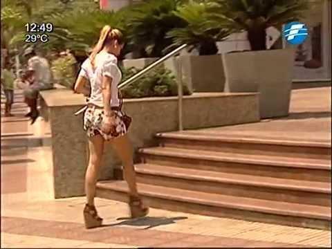 En la calle minifalda ajustada negra de una rica nalgona - 2 part 9