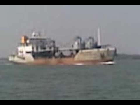 a ship reaching  Cochin Port.3gp