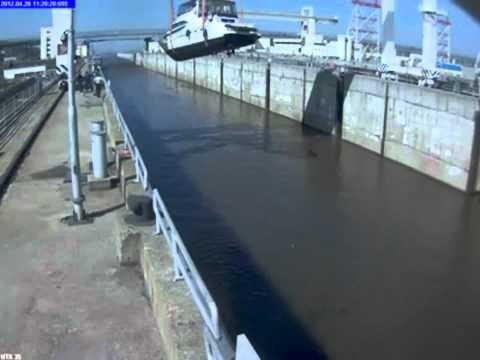 Утопили яхту на шлюзе (Новочебоксарск)