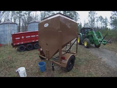 L H Versa Tote and Cattle Feed - YouTube