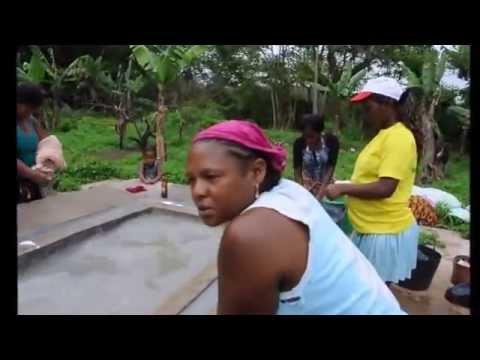 Cabo-verdianas em São Tome - Roça Uba-Budo  - Na lavagem da roupa thumbnail