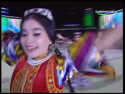 Ислам Каримов танцует во время концерта в честь Дня независимости в Ташкенте