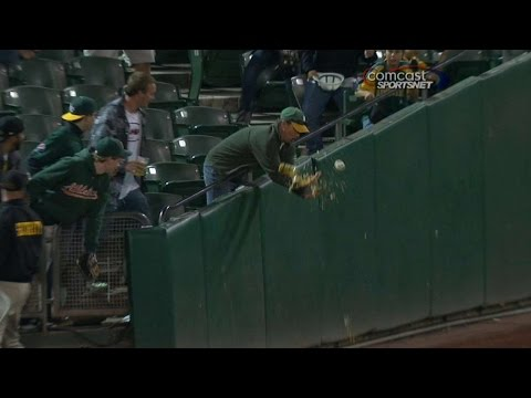 Fan drops his beverage going for foul ball