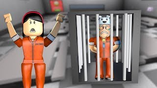 ROBLOX: MY MOTHER AND I IN: THE LAST ONE WHO IS ARRESTED WINS!! -Play Old man
