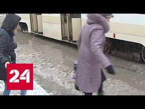Ураган и мкорый снег лишили юг России электричества